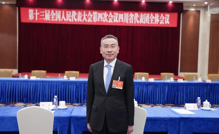 全国人大代表黄毅:建议解决涉刑不良贷款中担保物处置难题