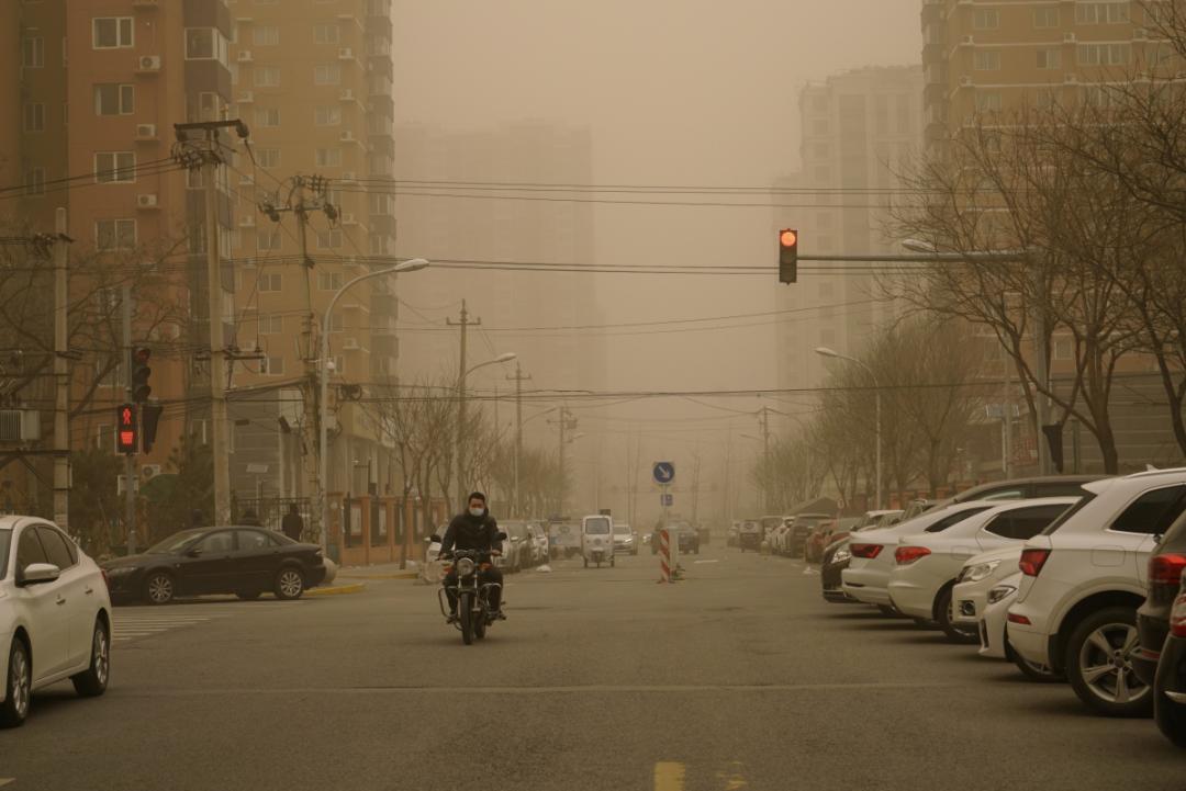 北方遭遇近十年最强沙尘暴,为什么?