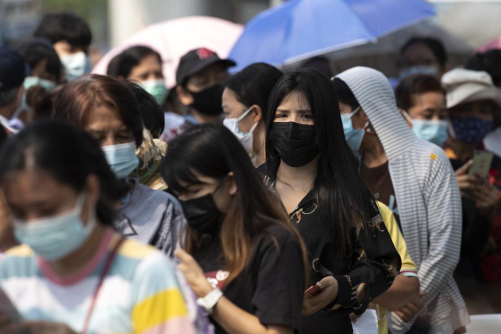 泰国曼谷发生与市场相关集群感染 民众接受新冠检测
