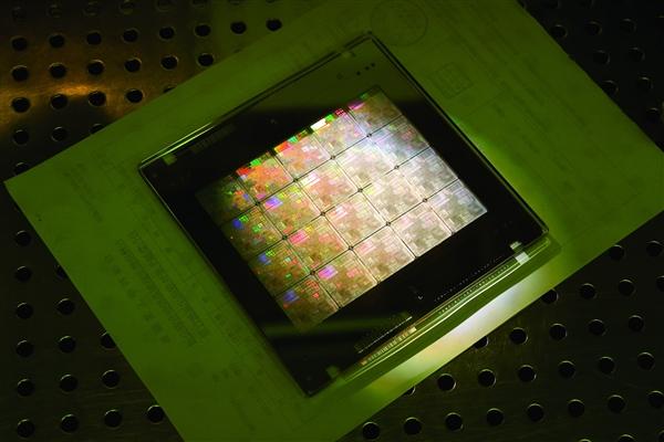 支持龙芯自主指令 龙芯3A5000 CPU+龙芯OS成熟度接近WinXP