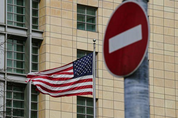 法媒:俄将驱逐10名美外交官并制裁美官员