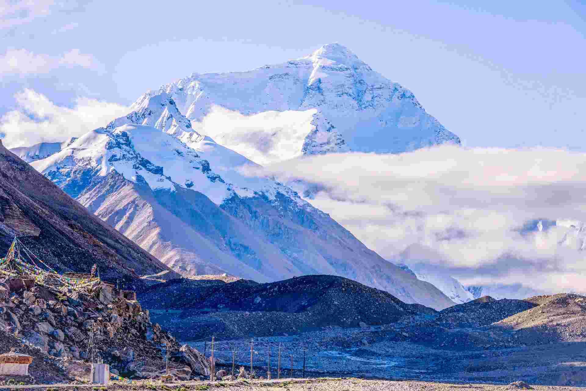 珠穆朗玛峰上出现新冠疫情,17名登山者确诊!网友:病毒会不会一直在珠峰存活?