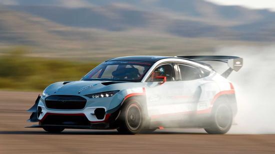 福特CEO叫板马斯克:野马Mach-E与特斯拉Model S Plaid来场加速赛?马斯克:比保时捷快、比沃尔沃安全
