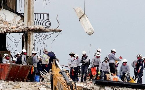 美媒:佛罗里达倒塌公寓拟爆破拆除 但被埋压人员绝大部分还没找到