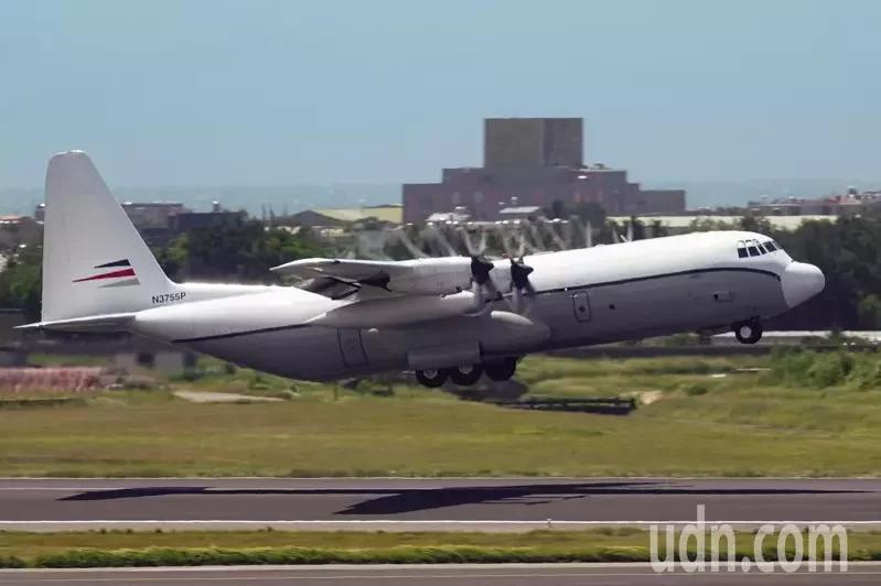 """美C-130降落台湾一小时后离开,台空军辩称""""非军机"""",美在台协会""""没有评论"""""""
