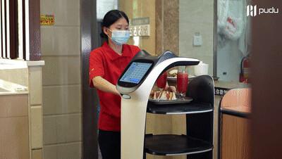 吸睛无数,鹤留山连锁餐厅引入普渡送餐机器人
