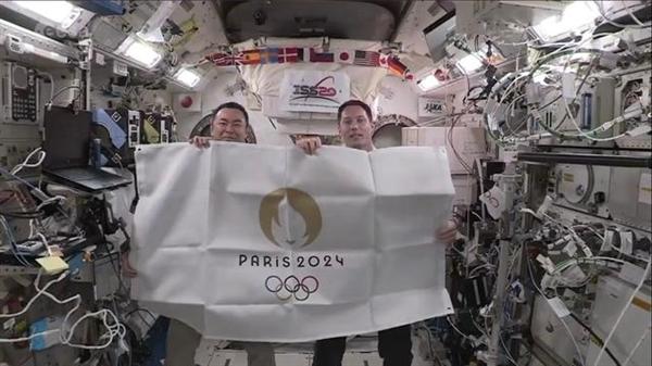 夏季奥运会进入巴黎时间:日本和法国宇航员空间站交换会旗 巴黎八分钟太浪漫了