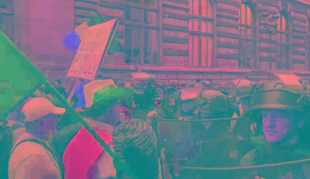 场面震撼!一天之内全球多国爆发抗议,民众走上街头反对疫情封锁
