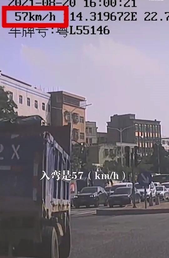 深圳一公交车路口漂移引热议 司机被公司解聘