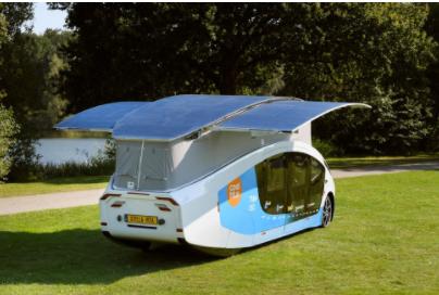 """荷兰学生发明""""在车轮上自给自足的房子"""" 完全以太阳能动力"""