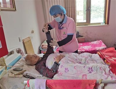 揭秘长护险 已在全国49个城市试点为失能老人提供生活医疗服务